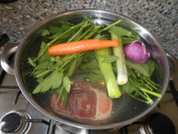 Bouillon/soep zoals oma die vroeger maakte van beestenbotten (schenkel, mergpijpjes, ossenstaart)